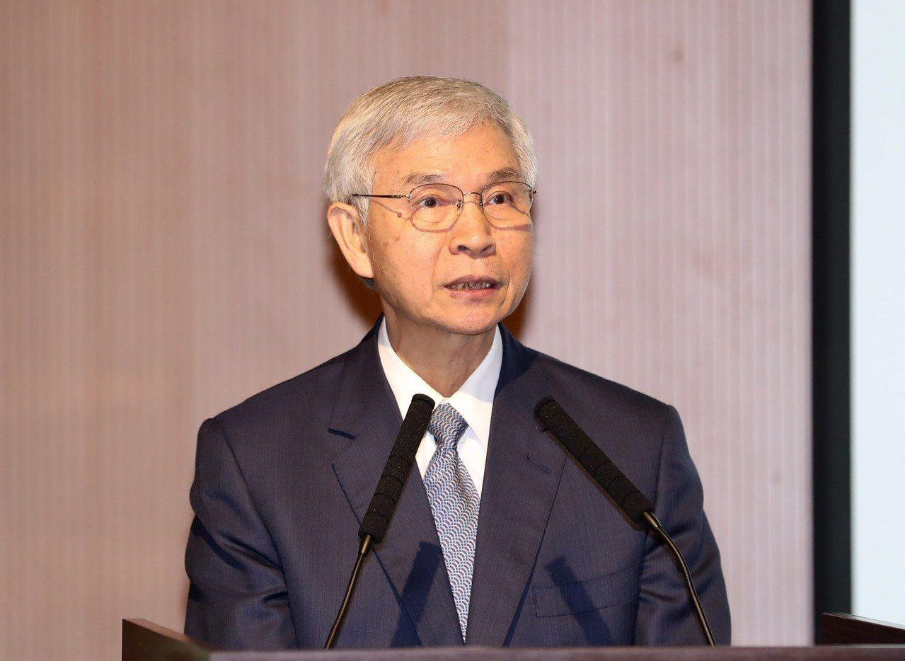 中央銀行總裁楊金龍2日在台北出席「回流資金,再造產業成長契機」研討會,以「台灣資...