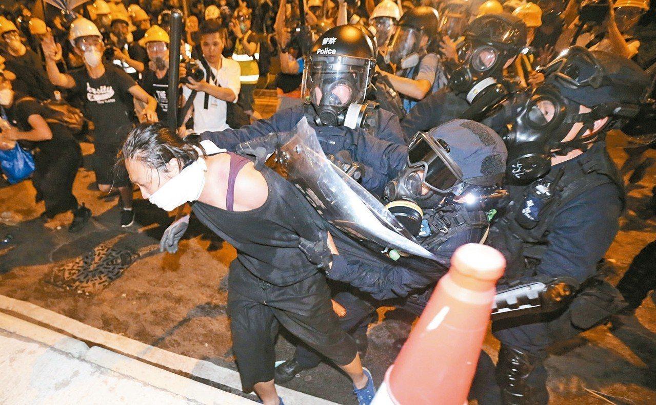 由於香港持續有抗議活動,加拿大提升對香港的旅遊警示,建議旅客要「非常謹慎」。 特...