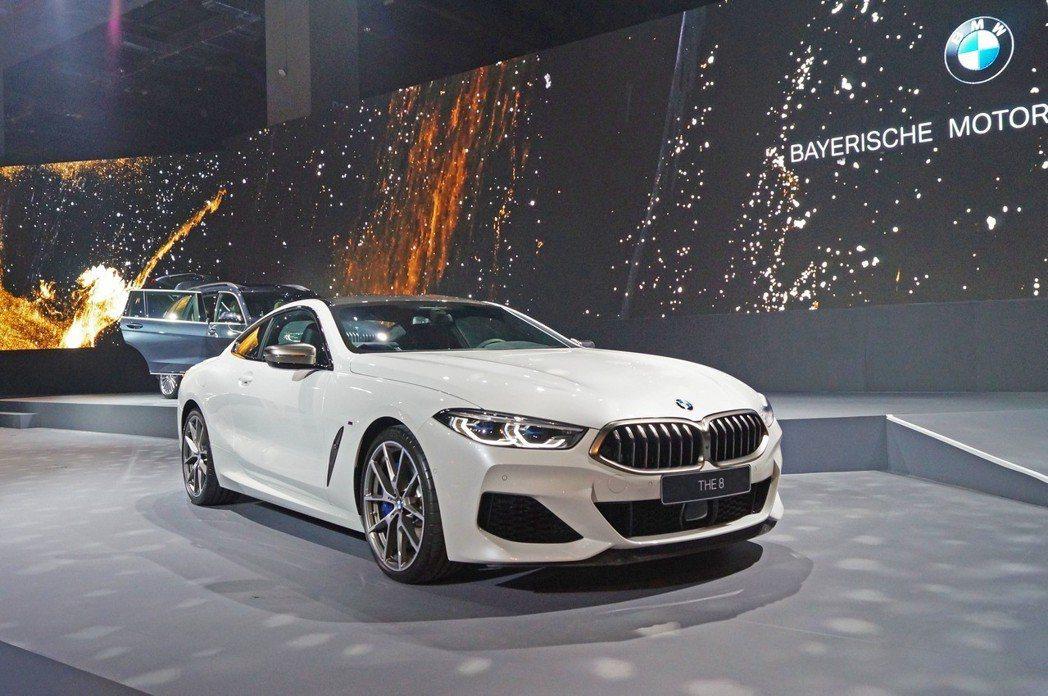 BMW M850i搭載4.4升V8雙渦輪汽油引擎,有著530匹最大馬力。 記者趙...