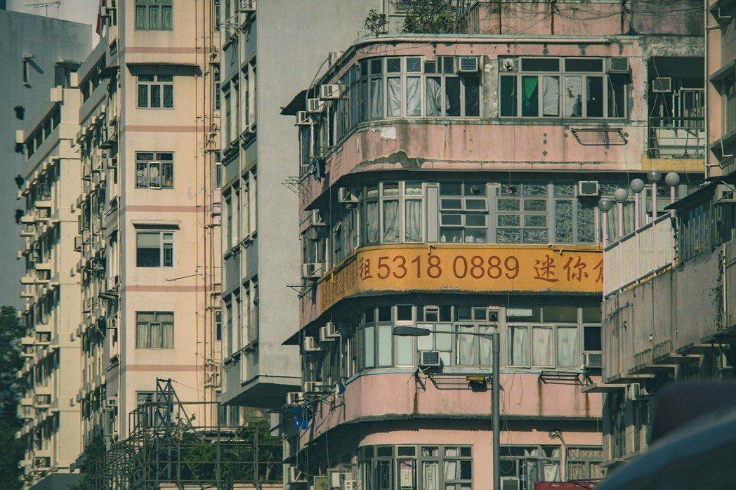 網友想表達租屋划算的立場,卻舉了藝人阿翔租千萬豪宅的極端例子。示意圖,photo...