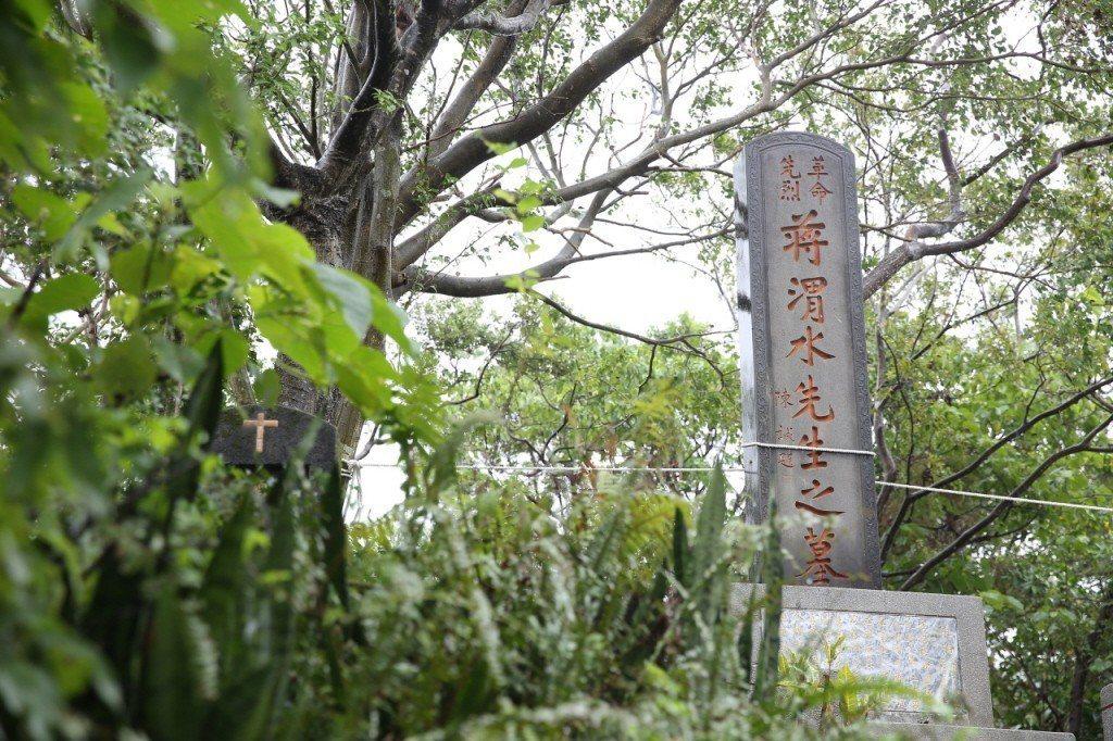 蔣渭水墓現為衣冠塚,但無損其法定文資的身份。 圖/聯合報系資料照