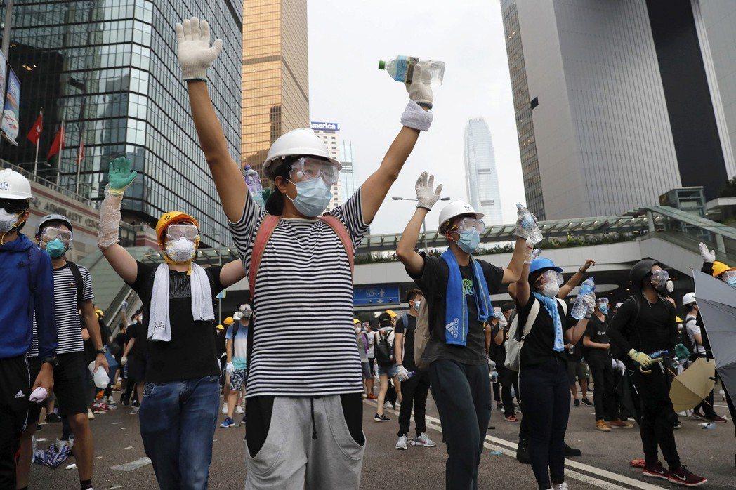 示威者不信任TVB及其他親政府的媒體。 圖/美聯社