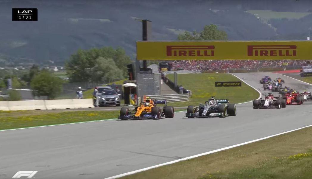 Norris在第一圈就與Hamilton展開激烈的纏鬥。 摘自F1