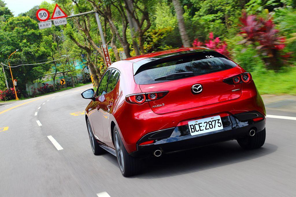 新Mazda 3搭載的2.0L Skyactiv-G汽油引擎,具備165ps最大...