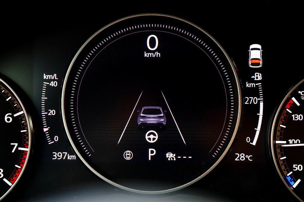 新Mazda 3旗艦型以上,再加入CTS巡航模式車道維持輔助系統(作動車速55k...