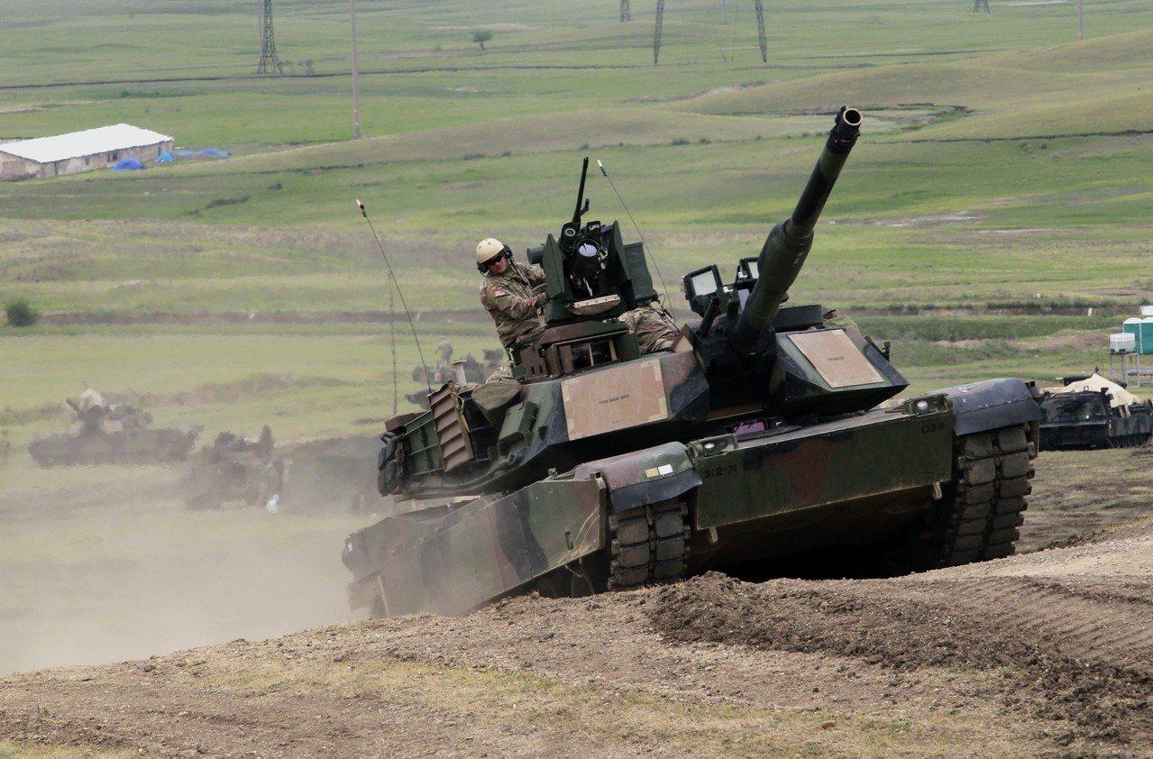川普說,現代M1艾布蘭戰車(M1 Abrams tanks)以及二次大戰時代的薛...