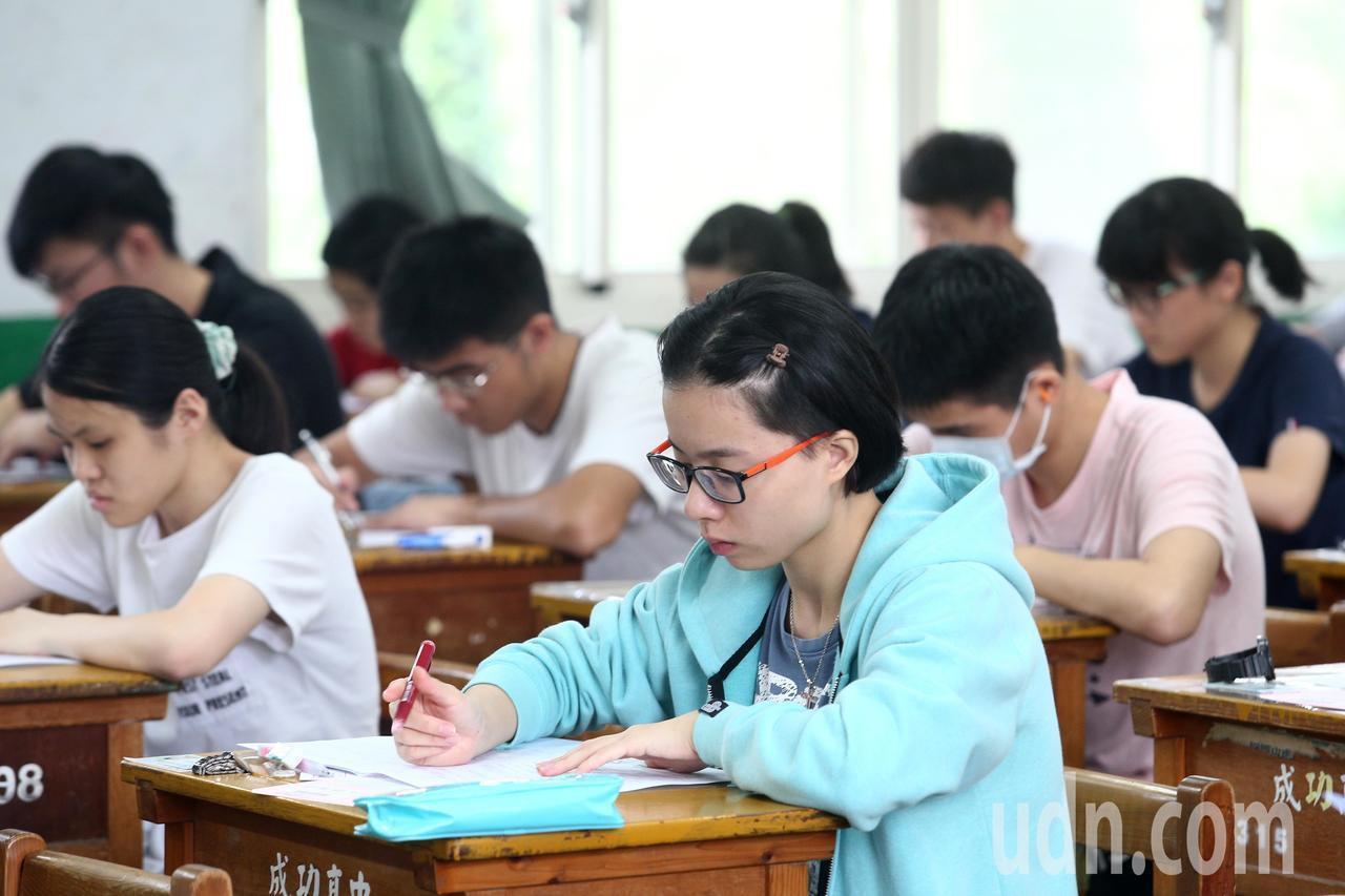 108年指定科目考試今年邁入第2天,第一節考數乙。本報資料照片