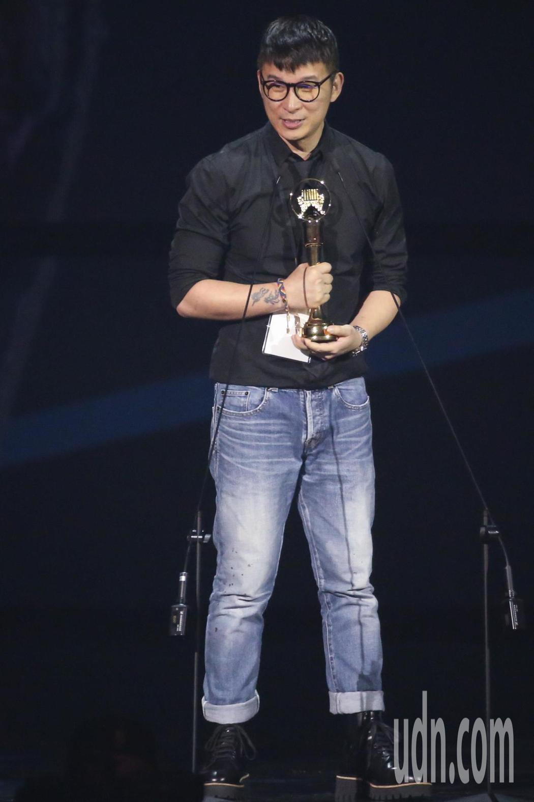 陳鎮川今年金曲上台為林憶蓮代領歌后獎項。本報資料照