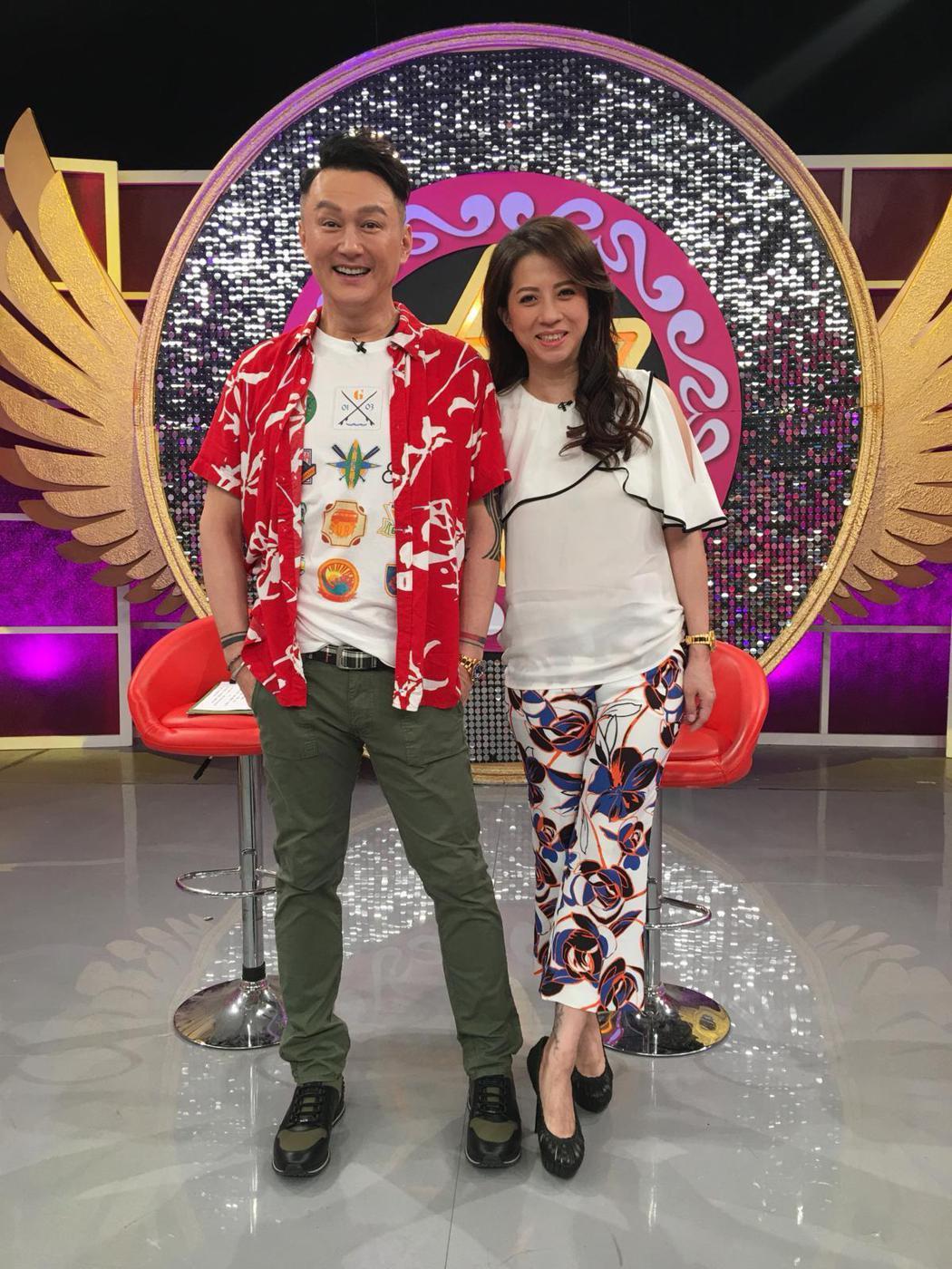 何篤霖(左)和郭靜純昨換攝影棚錄影。圖/JET提供