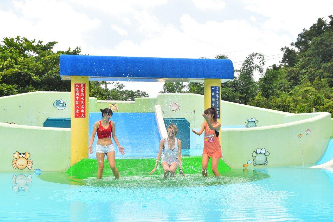宜蘭山泉水游泳池開放了,就在三星鄉義德路58之8號的鄉立游泳池,還有一座兒童專用...