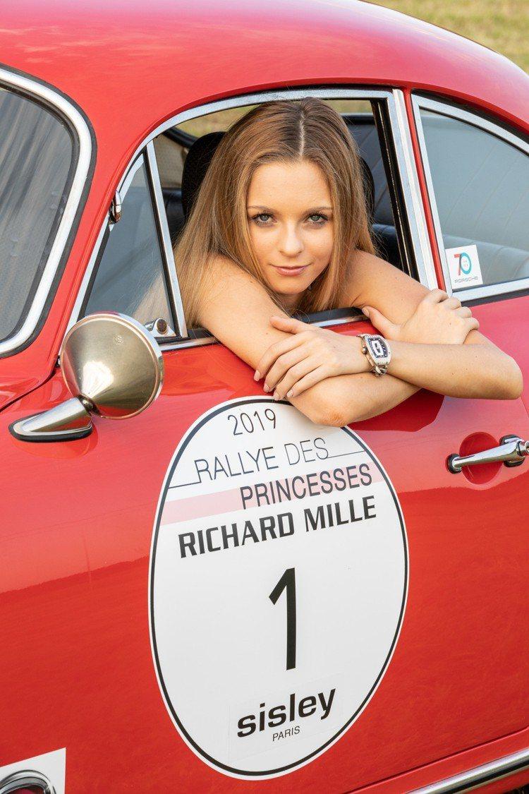 RICHARD MILLE品牌摯友美國賽車女將Aurora Straus,在今年...