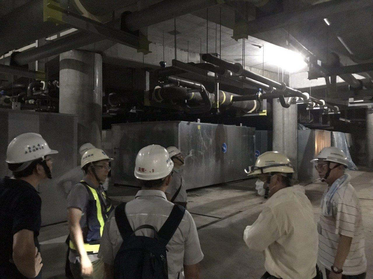 大巨蛋爭議不斷,昨天爆出遠雄疑施作非核准工項,在工地內安裝冷氣設施。台北市建管處...