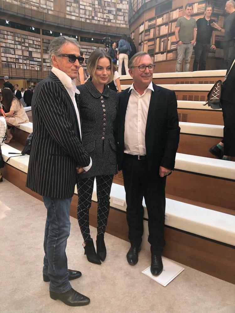 (由左至右)香奈兒服飾名品部形象總監Eric Pfrunder、品牌大使瑪格羅比...