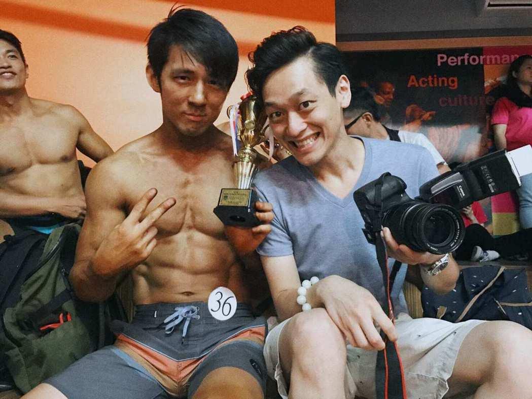 張傑(左)日前拿到自然健美組第二名。圖/張傑提供