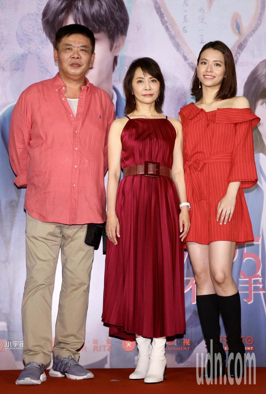 監製馮凱(左)、柴智屏(中)、宋芸樺(右)出席首映會。記者徐兆玄/攝影