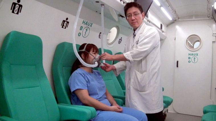 癌症病患治療過程易有副作用,醫界近年發現,經醫師詳細評估後輔以高壓氧治療,可以顯...