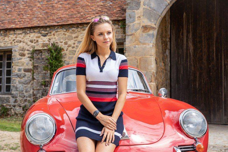在有著最美賽事封號的公主拉力賽,美國賽車女將Aurora Straus配戴了RM...