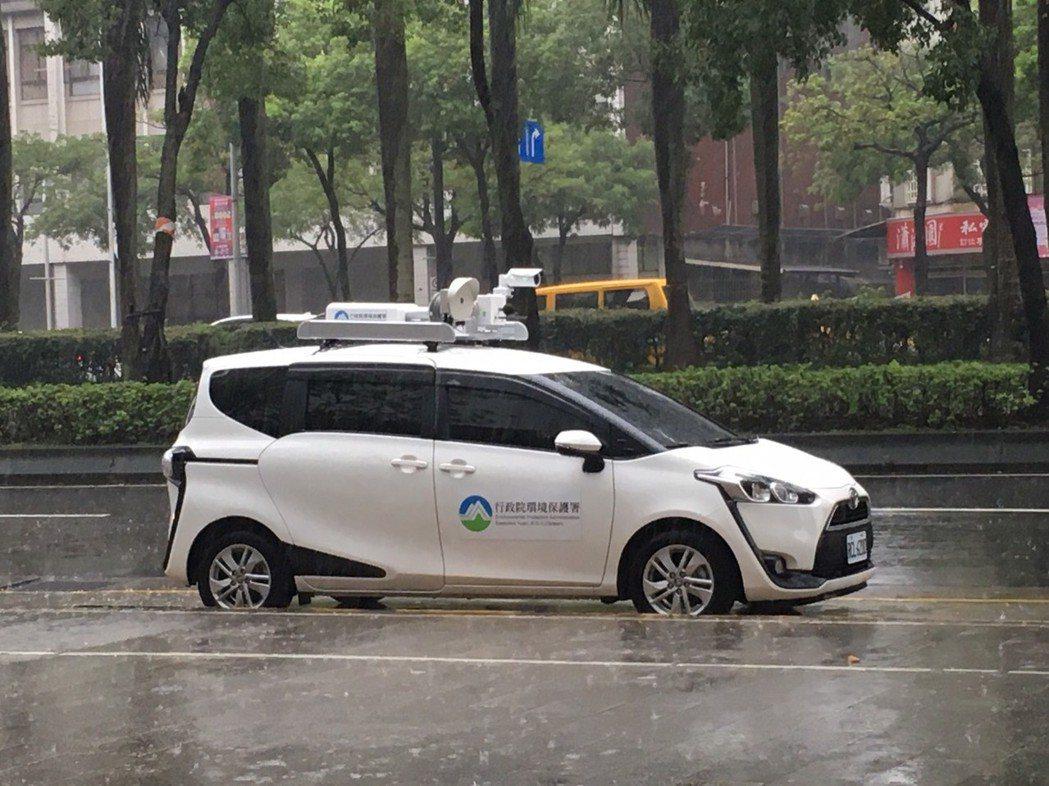 環保署開發的聲音照相系統可裝載於車頂到各處稽查。記者吳姿賢/攝影