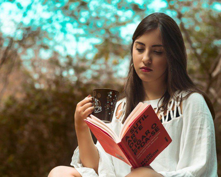 閱讀需要一個人寧靜的空間,與自己獨處,可以更能享受到書中的樂趣。圖/摘自pexe...