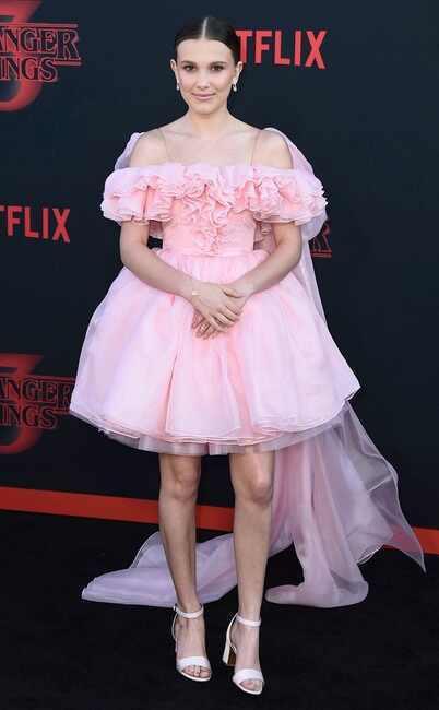 扮演伊萊雯的蜜莉芭比布朗在「怪奇物語」第3季美國首映會上,打扮頗成熟。圖/美聯社...