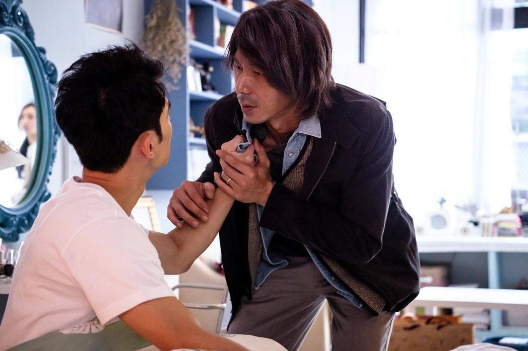 李李仁流浪漢造型遭兒子虧醜。圖/歐銻銻娛樂
