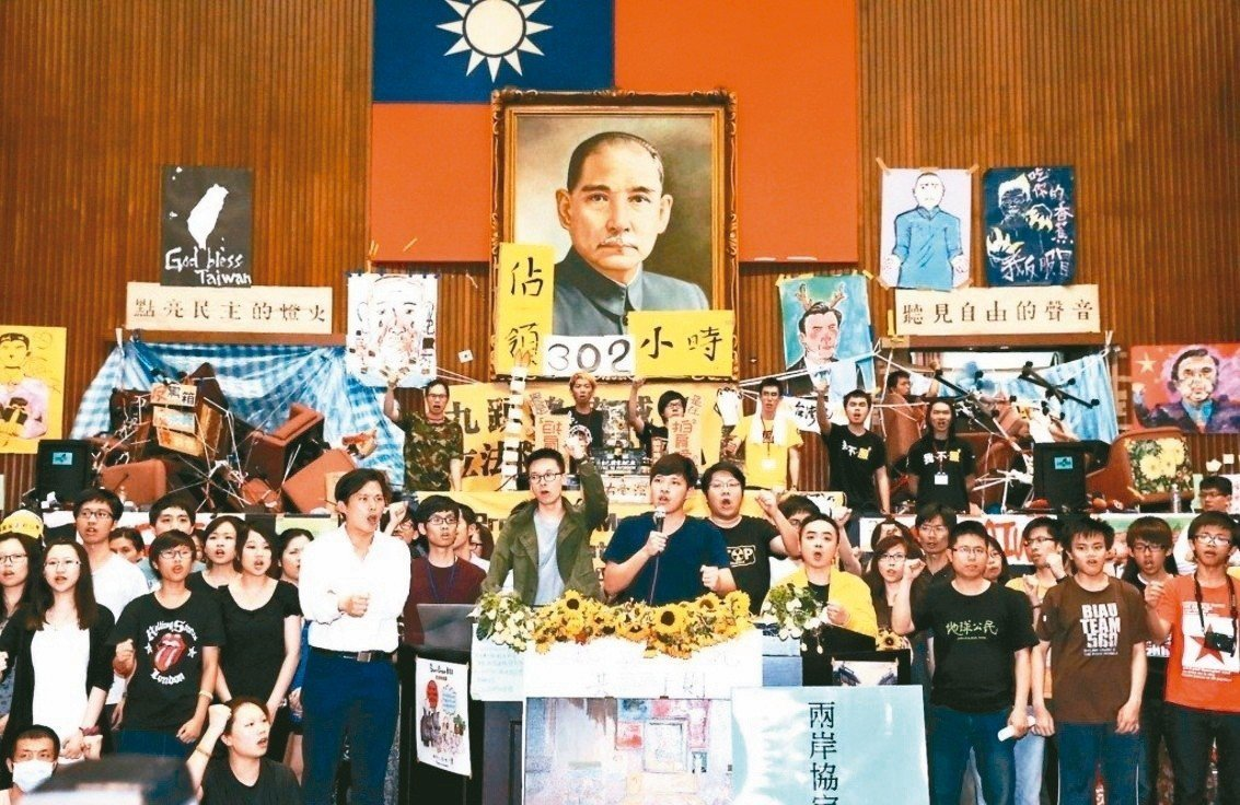 318太陽花學運,學生以「反黑箱」之名成功占據立法院議場。 圖/聯合報系資料照片