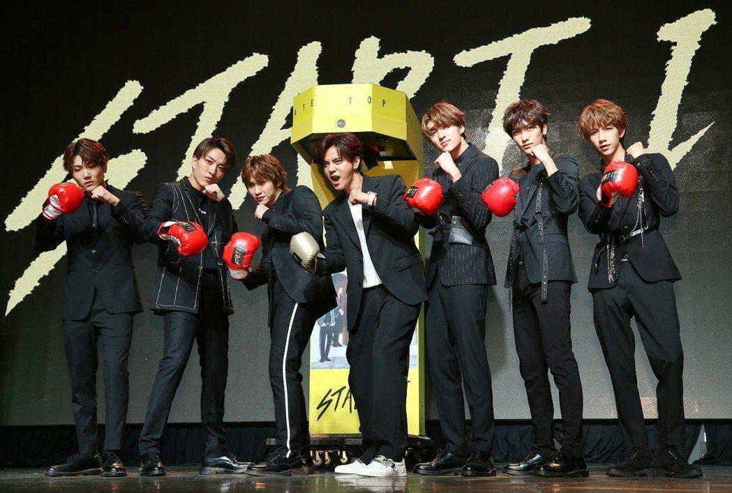 偶像組合C.T.O發表新專輯Start it,羅志祥(中)與團員合照。記者曾原信