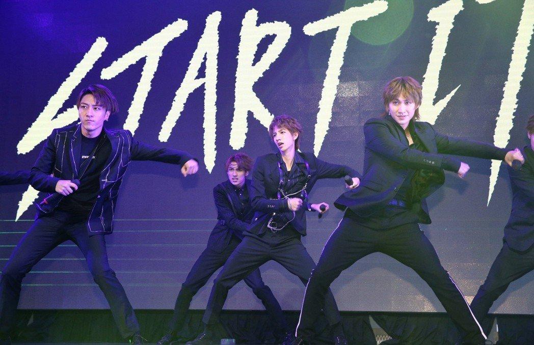 偶像組合C.T.O發表新專輯Start it,團員開場帶來實力派舞蹈。記者曾原信...