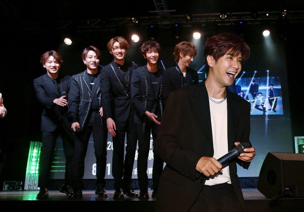 偶像組合C.T.O發表新專輯Start it,羅志祥(前)驚喜現身並宣布C.T....