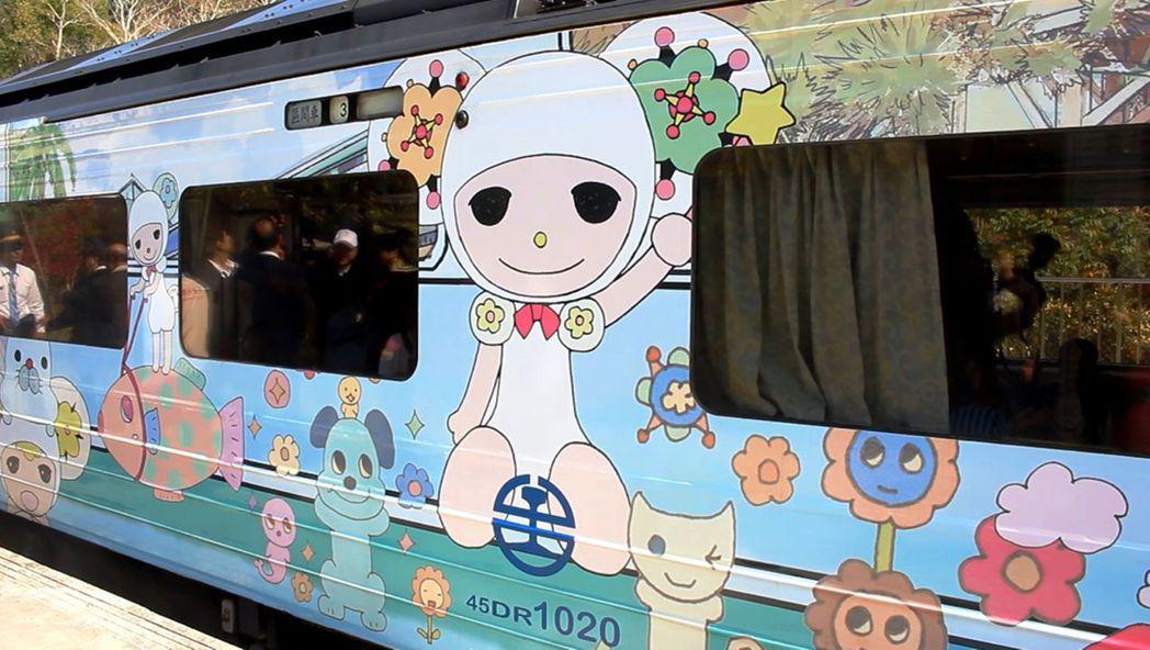 內灣線彩繪列車,以國內外漫畫和繪本家的作品為主題。 圖/聯合報系資料照片