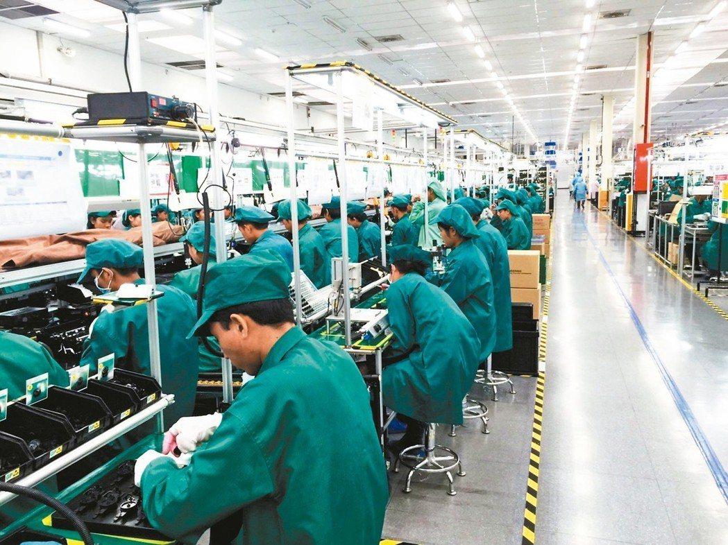 組裝廠東南亞生產線作業狀況。 本報系資料庫