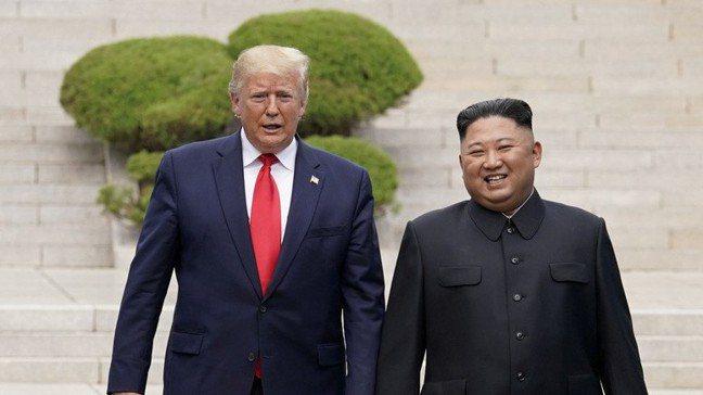 川普成為首位踏上北韓領土的現任美國總統。路透