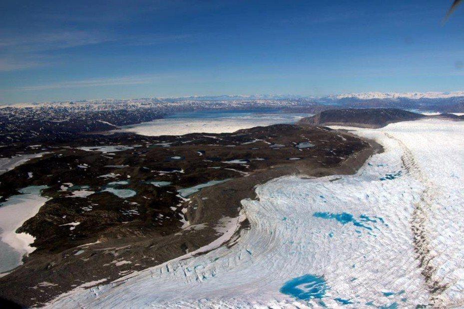 受全球氣候暖化影響,靠近北極圈的格陵蘭冰層大量融解,露出大片沙地。 (路透)
