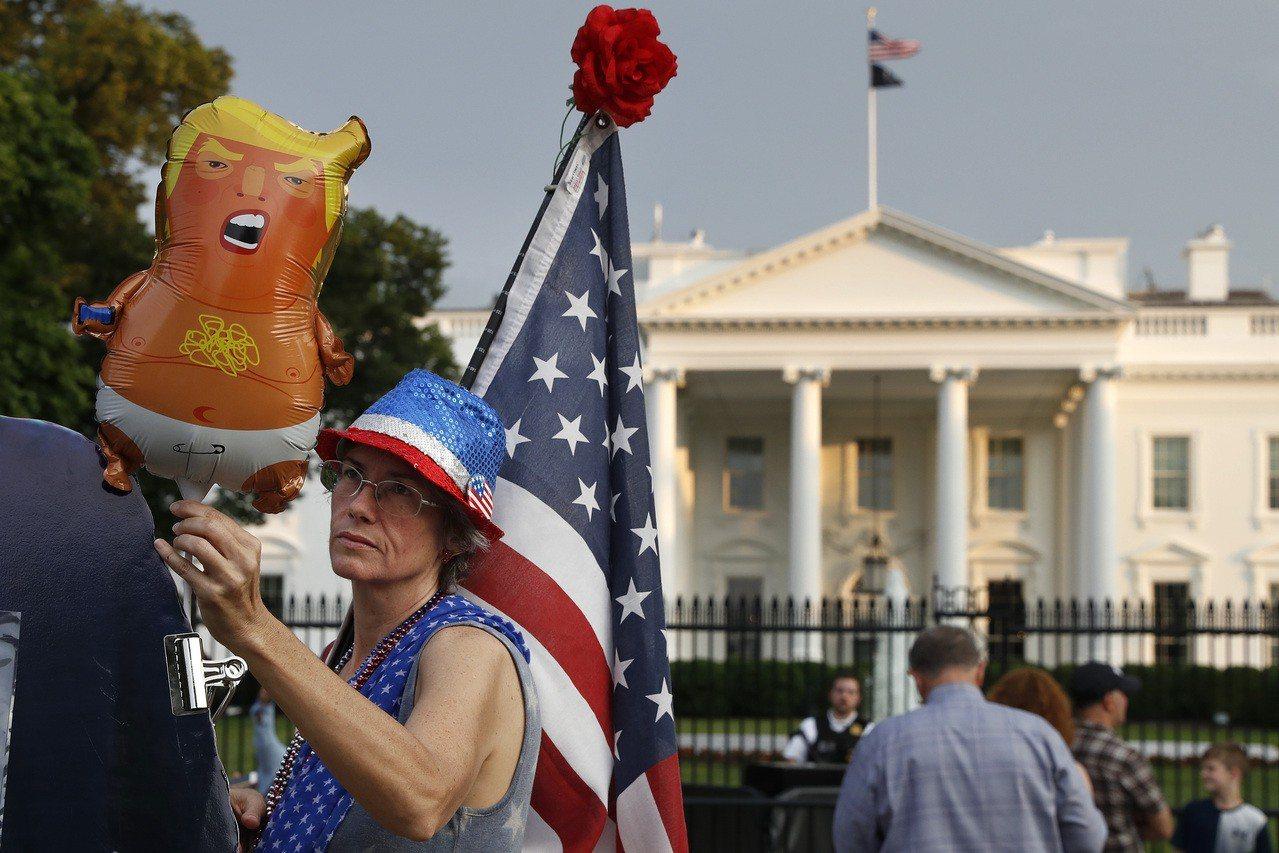 今年國慶日慶祝活動中,「川普寶寶」氣球將不請自來。 (美聯社)