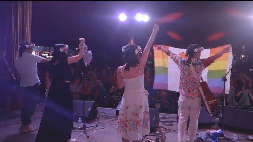 舒米恩6月30日在英國Glastonbury演出。圖/擷自舒米恩臉書