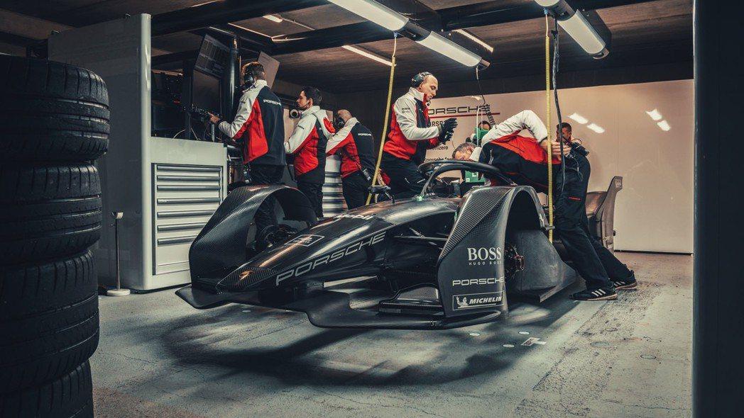 Porsche全新電動賽車已上路測試中。 圖/Porsche提供
