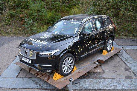 這才是真正的「瑞典坦克」Volvo正式推出「防彈抗爆」裝甲休旅車!