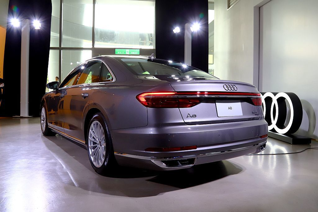 繼承先前Audi Prologue概念車設計語彙,Audi設計團隊賦予全新Aud...