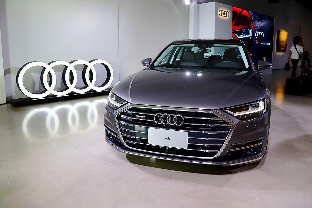 等候多時,全新第四代Audi A8終於要在臺灣發表上市並帶來許多科技新秀。 記者...