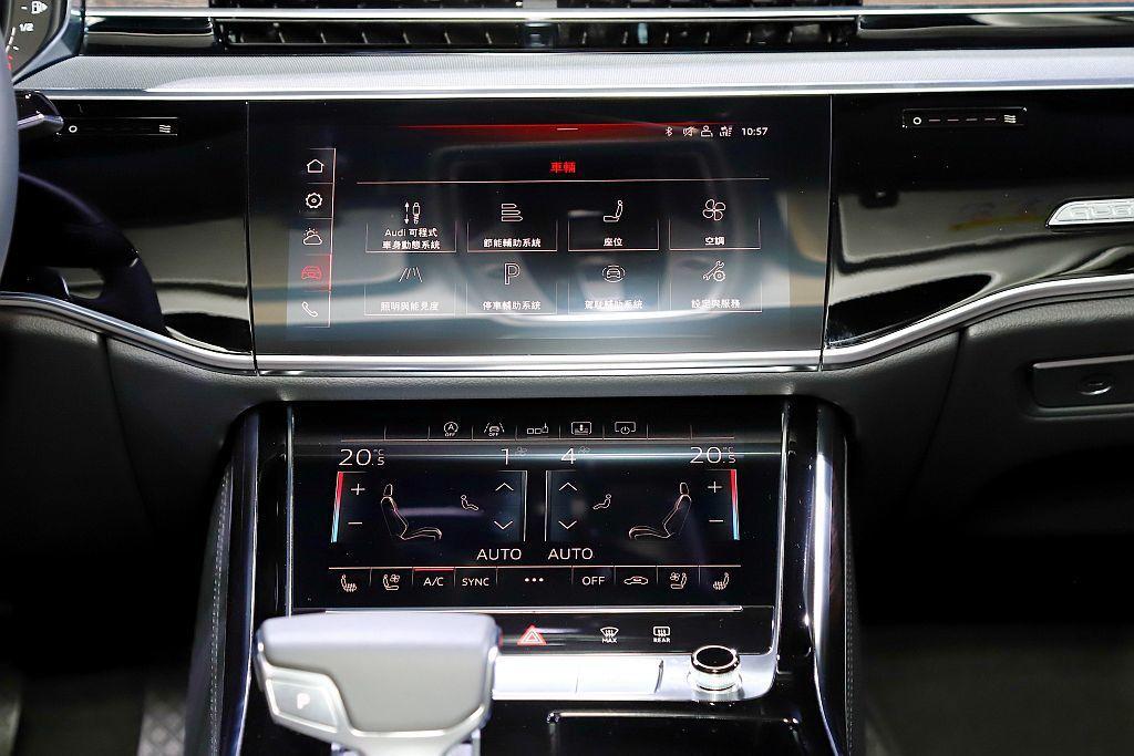 中控台上方10.1吋的觸控顯示屏幕擁有1,540x720像素的高解析度,下方8....