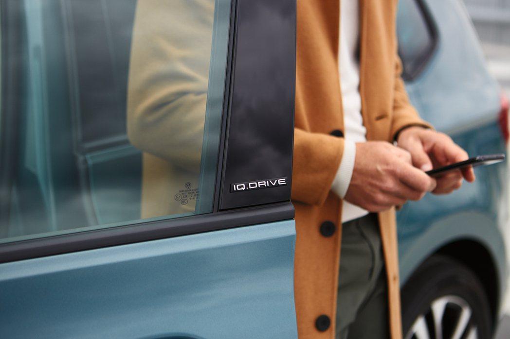 The Golf 智能特仕版的車身B柱具備IQ.DRIVE專屬車身飾徽。 圖/V...