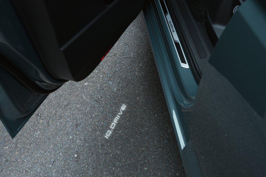 The Golf 智能特仕版專屬前車門金屬門檻飾板。 圖/Volkswagen提...