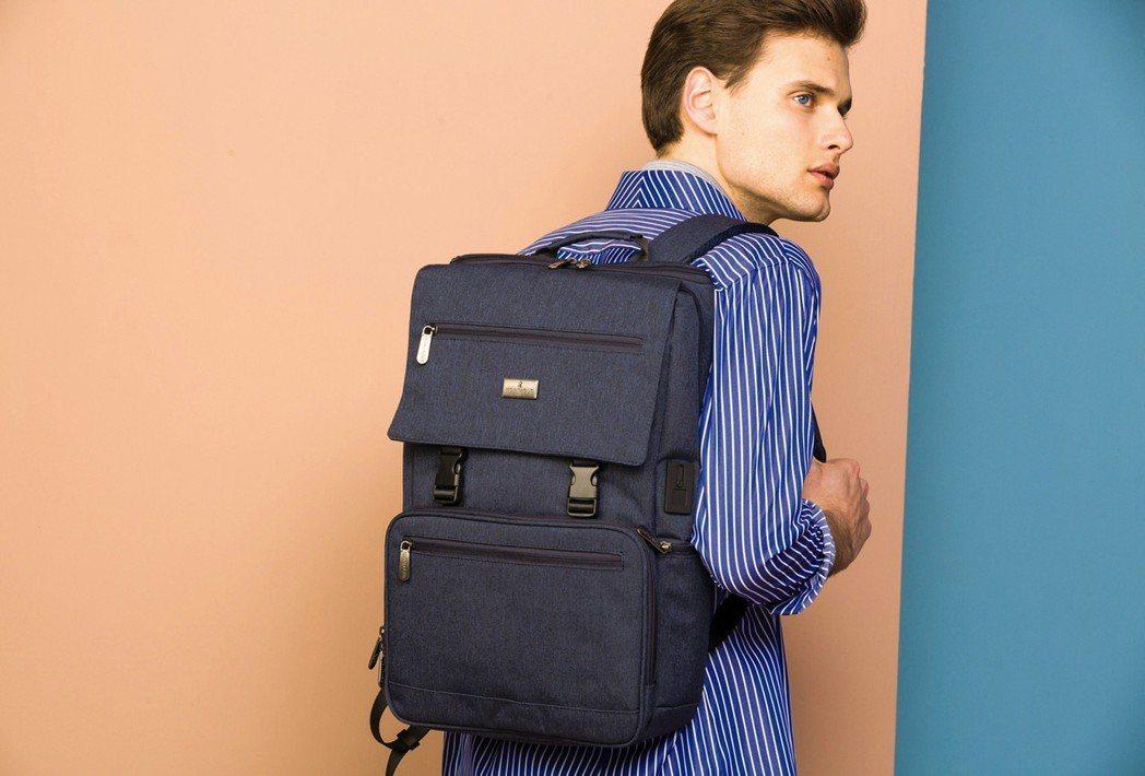MONTAGUT丹寧機能休閒後背包,大方時尚的防潑水丹寧輕量材質,搭配可調式寬版...