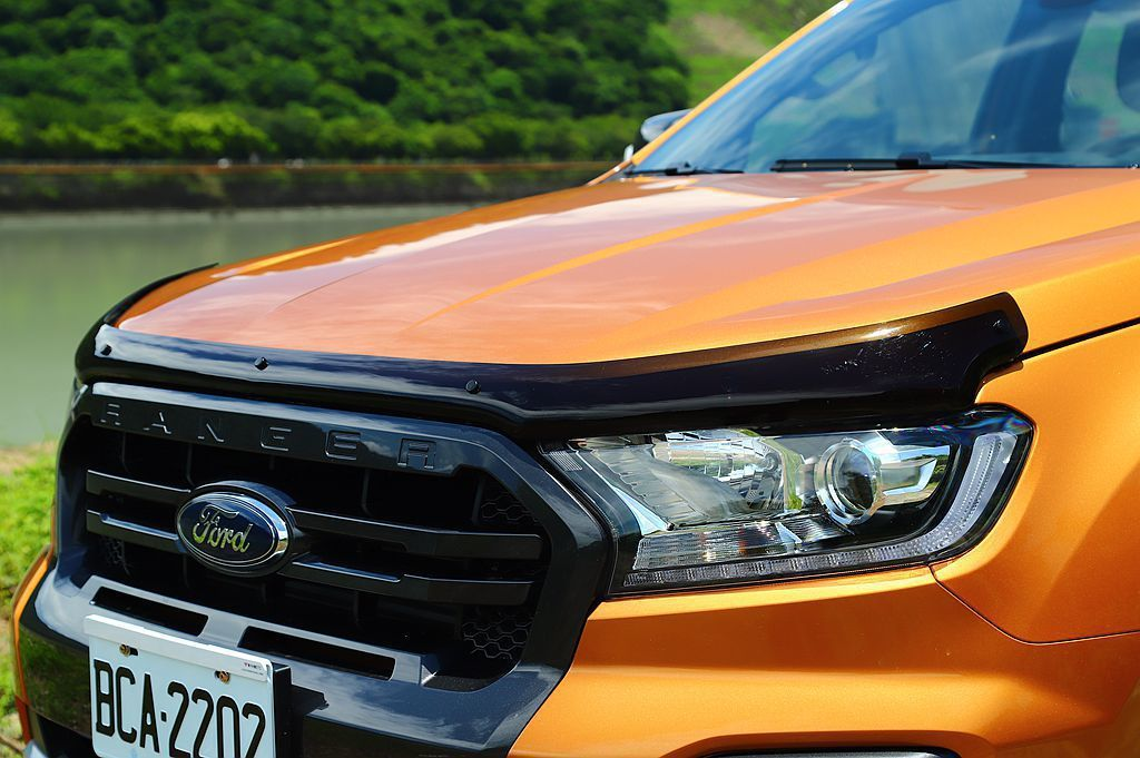 Ford Ranger還可選配一系列原廠配件,圖為燻黑引擎蓋護板。 記者張振群/...