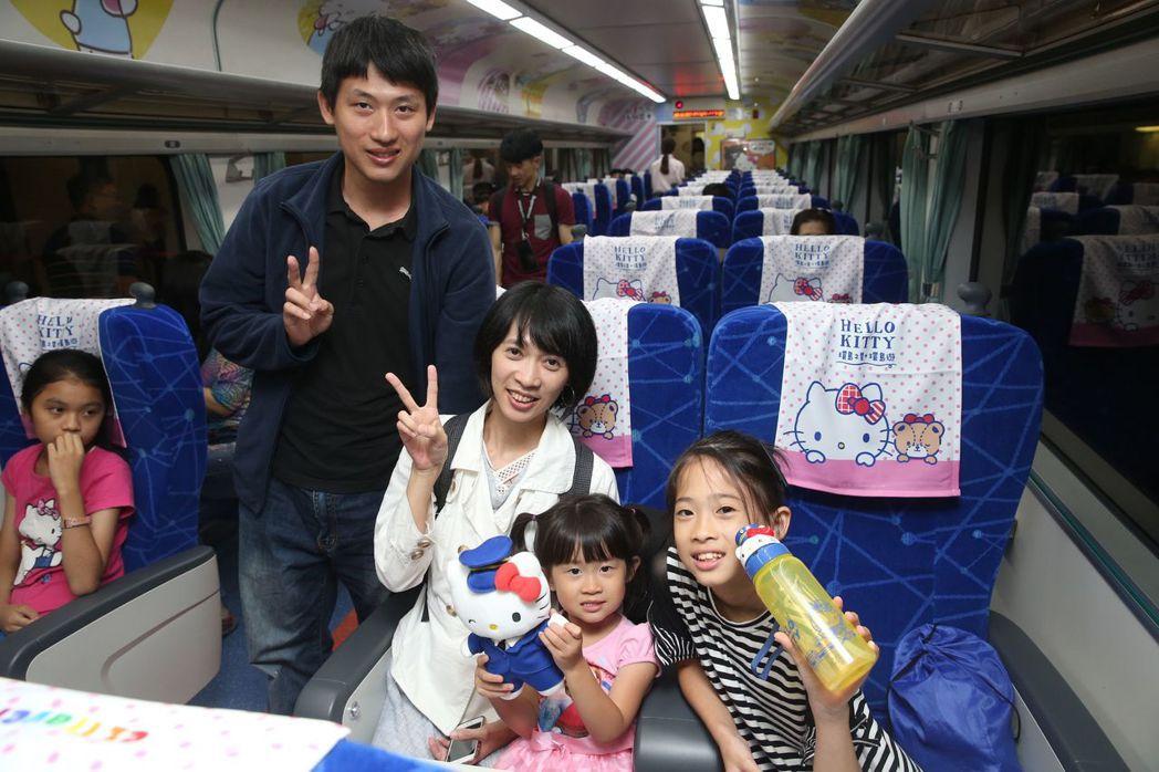 台鐵Hello Kitty彩繪列車,適合全家大小一同出遊。 (中央社)