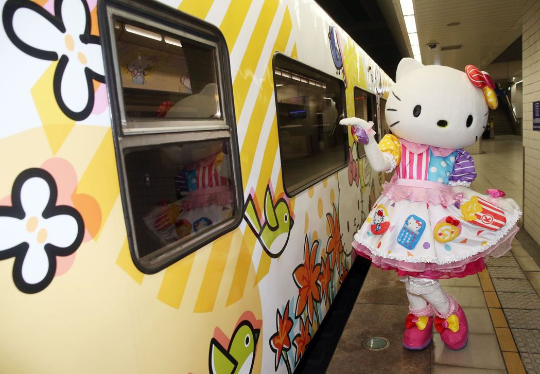 台鐵Hello Kitty列車3日首航。 (中央社)