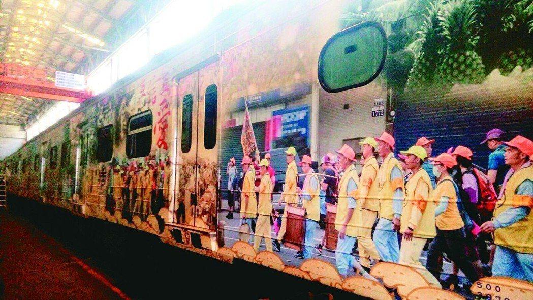 白沙屯拱天宮媽祖的「進香文化彩繪火車」。 (中央社)