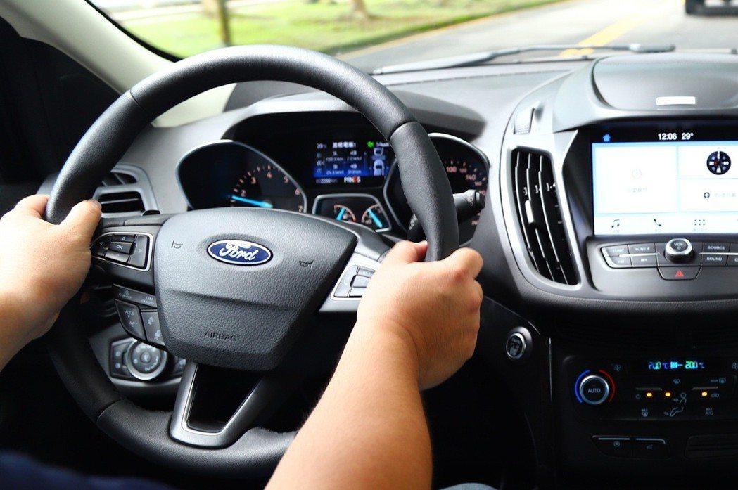 即便有先進安全科技,開車依然還是要靠駕駛人。 記者張振群/攝影
