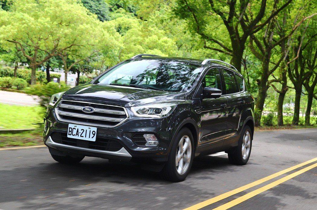 Ford Kuga擁有紮實的歐系底盤,操駕實力不容小覷。 記者陳威任/攝影