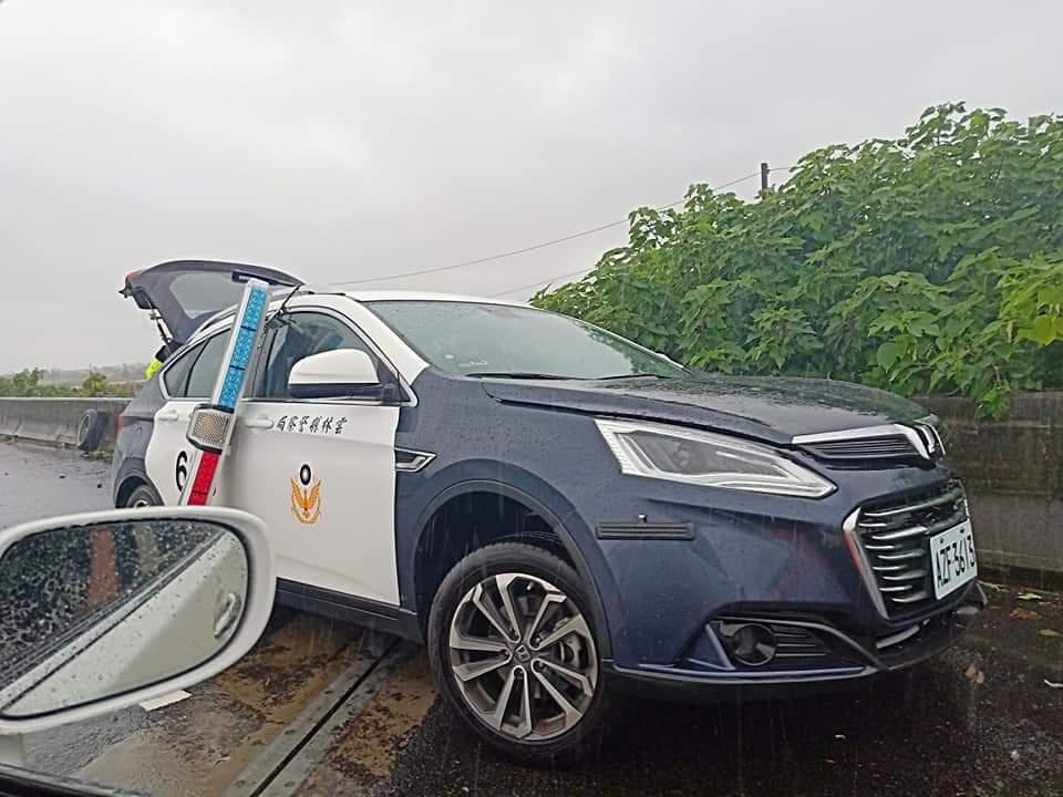 天雨路滑台78線3起事故 警車也自撞所幸無人傷亡